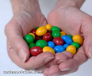 des bonbons multicolores